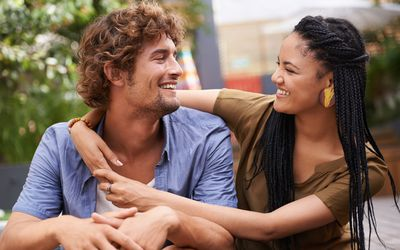 Friends and Benefits: 3 Pros and Cons in relationships