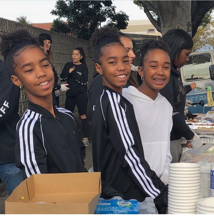Kim Porter and Diddy's twin daughters volunteer to feed the homeless with a big big smiles