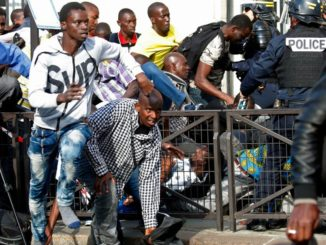 French police arrests 21 African migrants following protest by hundreds occupy Pantheon