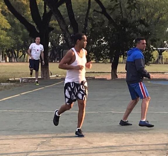 Video footage of Ronaldinho playing foot volleyball with prison inmates while awaiting trial