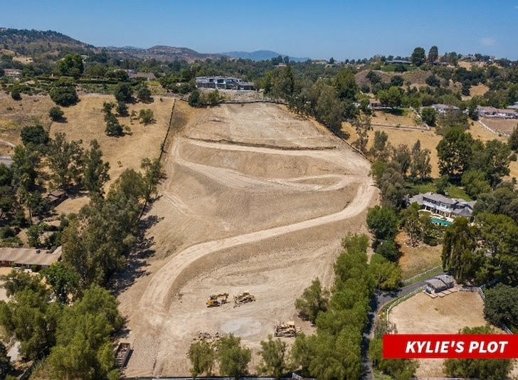 Kylie Jenner Buys $15 Million 5 acres of land in Hidden Hills, California